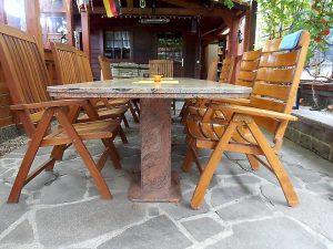 Tische und Tischplatten